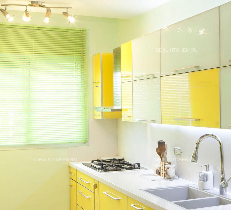 какие выбрать жалюзи на кухню вертикальные или горизонтальные жалюзи